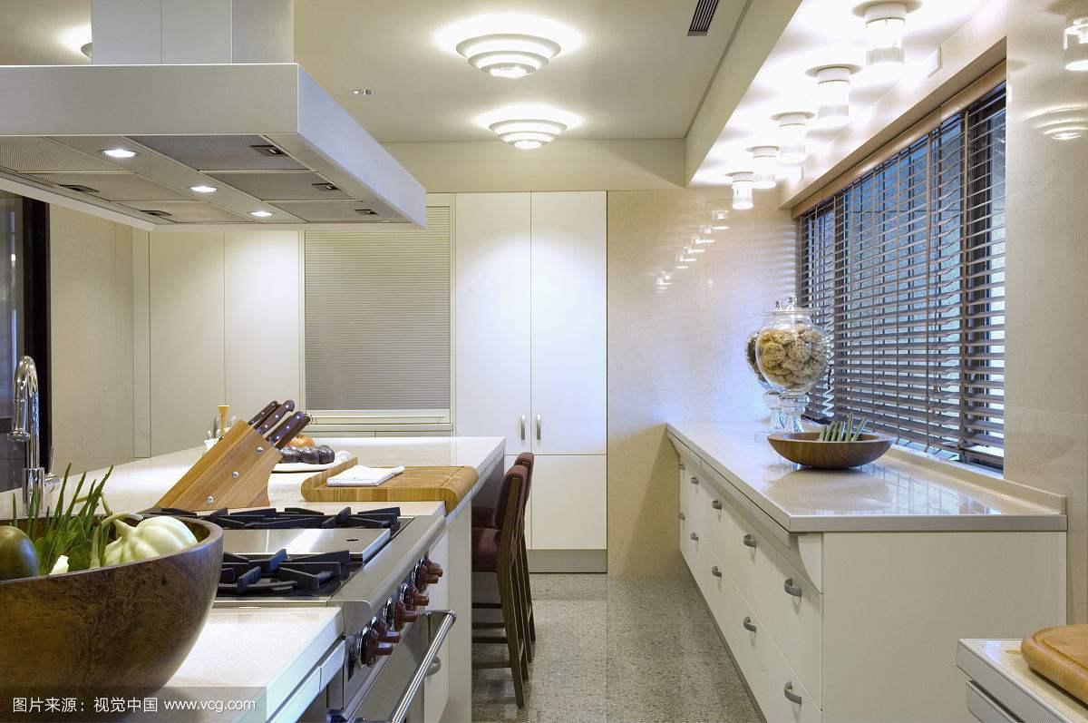 解析厨房的顶灯如何安装和拆卸